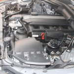seitlicher Blick in den Motorraum eines BMW e60